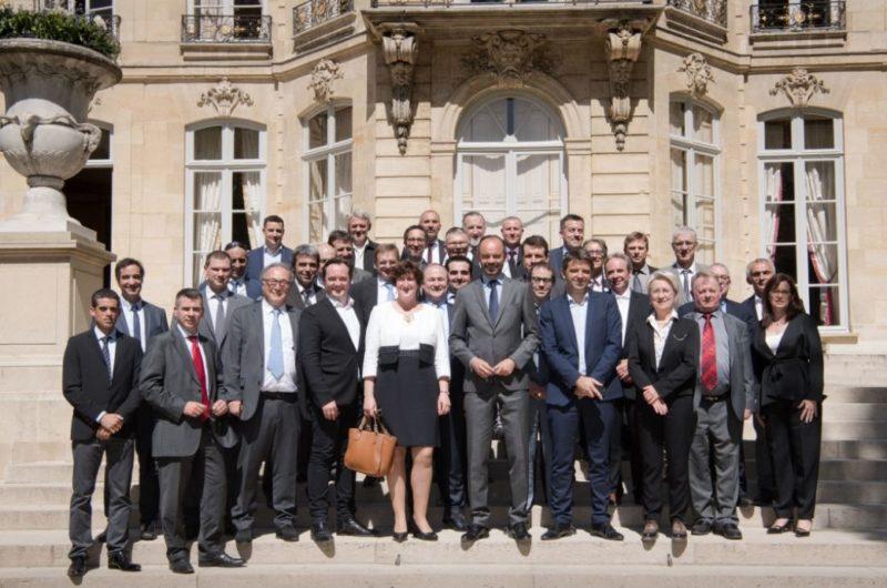 Les chefs d'entreprise du Lot, autour du Premier ministre. / Photo Benoit Granier-Matignon