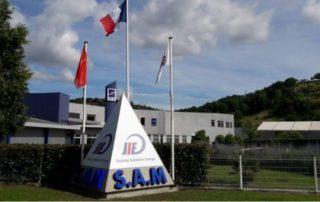 L'enseigne et le logo de JinJiang Industries Europe à l'entrée du site viviézois./ Photo DDM, BHSP.