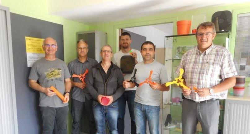 Guy Aldebert, à droite, avec une partie des enseignants des ateliers. / Photo DDM
