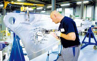 Figeac Aéro, sous-traitant en aéronautique, a investi dans son usine pour gagner en compétitivité.
