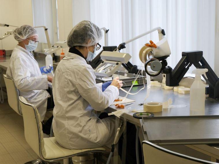 L'entreprise 2PS, spécialisée dans le revêtement par projection plasma de prothèses orthopédiques, basée à Montbazens, prévoit de s'agrandir dans les deux prochaines années. / Photo DDM, A. Cros