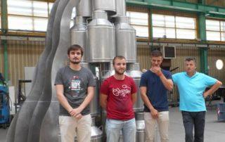 Une magnifique fontaine à lait réalisée en inox au sein de l'atelier de chaudronnerie.