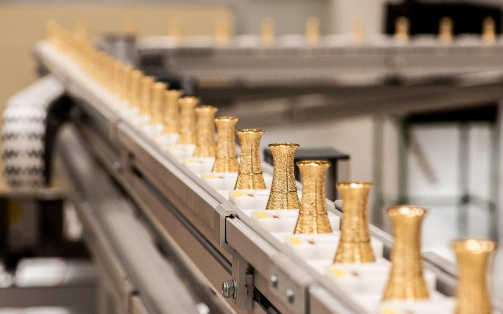 L'entreprise G. Pivaudran fabrique des bouchons métalliques de flacons de parfum. Marc Allenbach