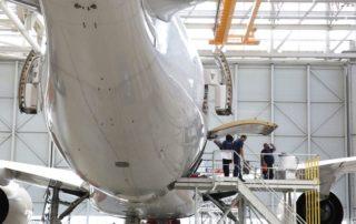 AIRBUS A 350 EN COURS DE FINALISATION SUR LE SITE DE L USINE JEAN LUC LAGARDERE DE TOULOUSE © Maxppp- Sebastien LAPEYRERE