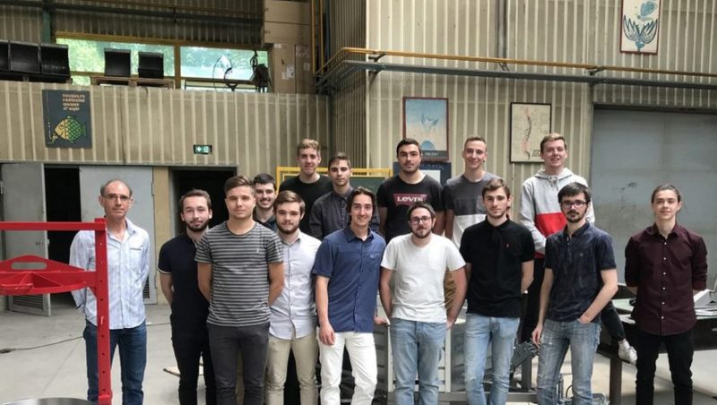 Le groupe des étudiants BTS chaudronniers, avec Jean Maura, à gauche.