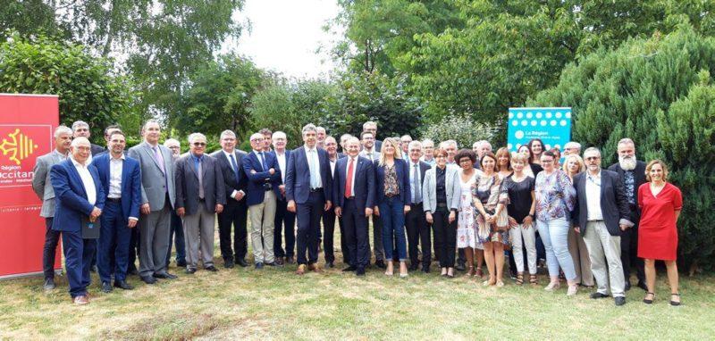 Photo de famille hier en présence des acteurs cantalous et occitans réunis à Bagnac pour lancer le projet de Territoire d'industrie. / Photo DDM, A.L.