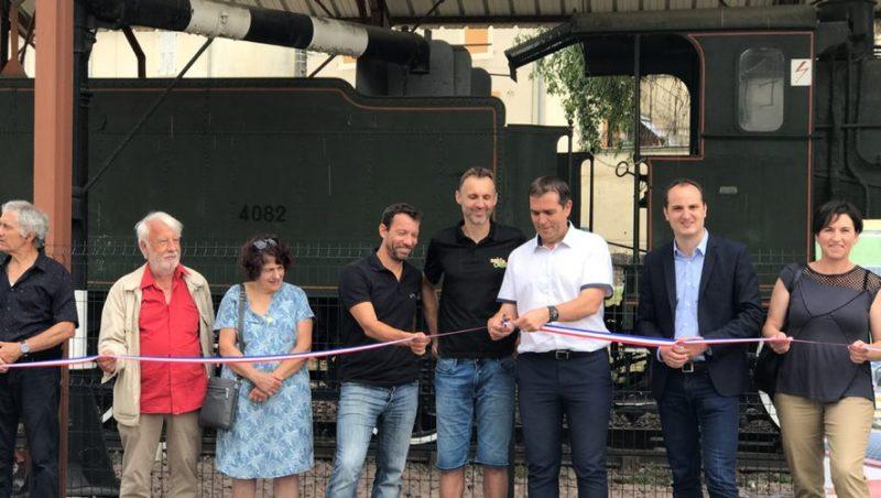 Le maire de Capdenac-Gare inaugure les panneaux solaires de la locomotive installés par Mecojit./ Photo DDM. MT.