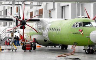 Le secteur de l'aérospatiale, ici dans les ateliers d'ATR, à Toulouse, tire l'économie régionale vers le haut. Photo d'archives José Torres