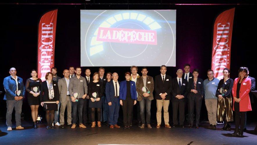 À l'issue de la remise des trophées, l'ensemble des lauréats 2019, les parrains primés en 2018 et les nombreuses personnalités réunis sur scène.