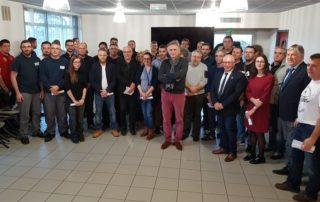 Les 42 médaillés et diplômés 2019 de Figeac Aéro félicités jeudi par Jean-Claude Maillard (au centre) et le maire.